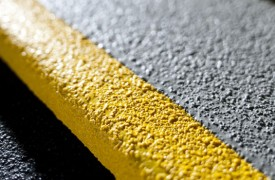 Có cần thiết sử dụng sơn epoxy chống trơn trượt hay không?